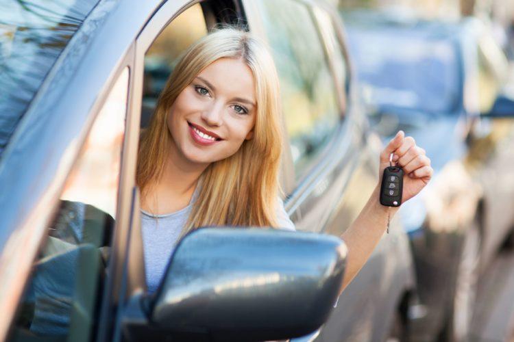 автошкола САШ Смоленск, сдать на права, девушка за рулем, сдать с первого раза на права